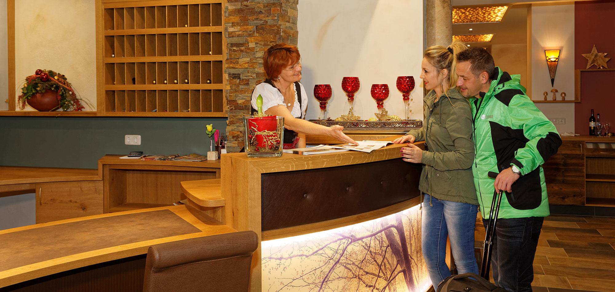 Rezeption - Wellnesshotel im Bayerischen Wald