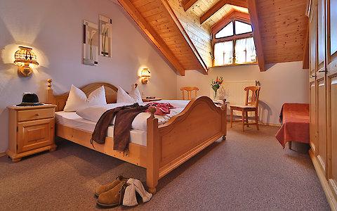 Komfortables Schlafzimmer in der Ferienwohnung Weber im Bayerischen Wald