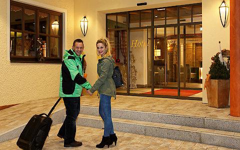 Hoteleingang des Wellnesshotel Weber im Bayerischen Wald