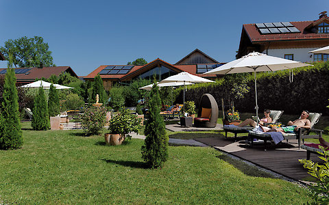Gartenlandschaft im 3-Sterne Superior Hotel in Zachenberg, Bayerischer Wald